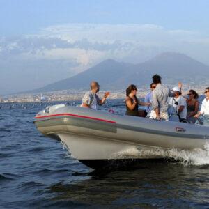 Tour sul Gommone con bagno a mare o aperitivo